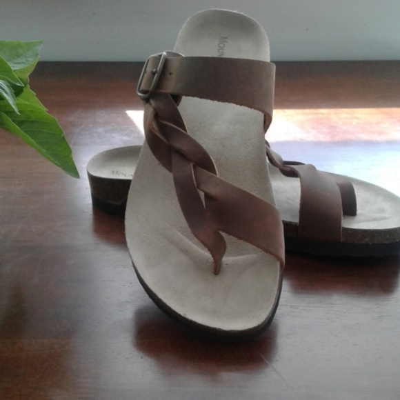 2adf1ca29ee4 🎈NEW🎈MOUNTAIN SOLE SANDALS